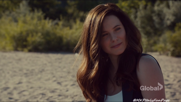 mary_kills_people_caroline_dhavernas_on_the_beach